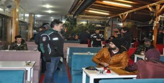 İzmit'te 100 Polisle Kafelerde Asayiş Uygulaması