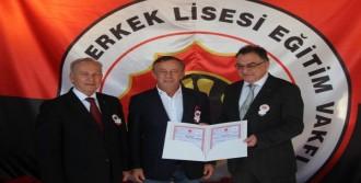 İş Adamı Ali Ağaoğlu'na 'mask' Jesti