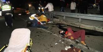 Kaçakları Taşıyan Kaza Yaptı: 8 Yaralı