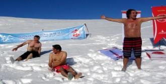 Buzul Gölünde Yüzme Şenliği