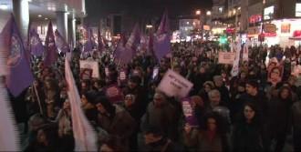 Kadıköy'de Özgecan İçin Yürüdüler