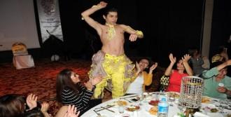 Kadın Dernek Başkanı, Dansözü Sahneden İndirdi