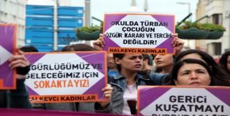 Kadınlardan Başörtü Protestosu