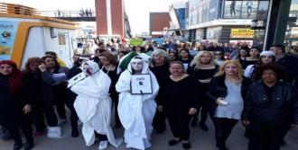 Kadınlardan kefenli, tabutlu protesto