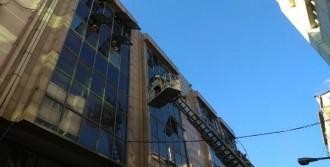 Kağıthane'de İş Merkezinde Yangın
