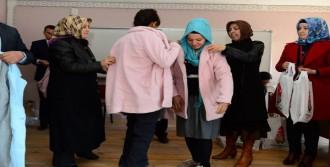 Belediyeden 800 Kız Öğrenciye Kaban