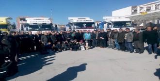 Suriye'ye 4 Tır Un Gönderildi