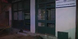 Kur'an Kursu Binasının Camlarını Kırdı