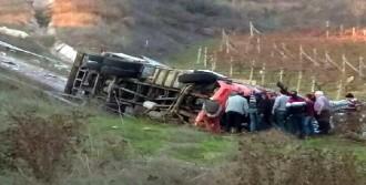 Kamyon Uçuruma Yuvarlandı, Sürücü Öldü
