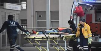 Kamyonet Karşı Şeride Geçti: 8 Yaralı