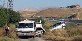 Kamyonet Otomobille Çarpıştı: 1 Ölü, 3 Yaralı