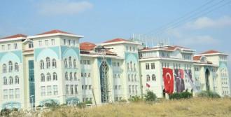 Kapatılan Cemaat Okuluna Atatürk ve Erdoğan Posteri Asıldı
