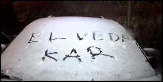 Kar, İstanbul'u Kolay Bırakmıyor...