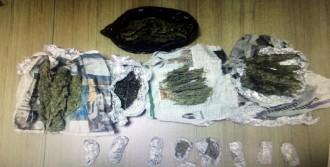 Karabük'te Esrar Satıcısı Kadın Tutuklandı