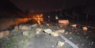 Karabük'te Yola Düşen Kaya Parçaları Ulaşımı Aksattı