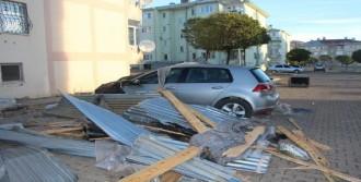 Fırtına Çatıları Uçurdu, 2 Kişi Yaralandı