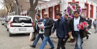 Mert'in Ailesi Polisleri Kutladı