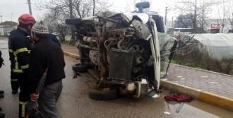 Kartepe'de Minibüs Devrildi: 1 Yaralı