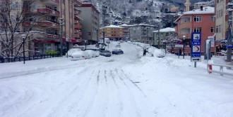 Kastamonu'da Kar Köy Yollarını Kapattı