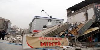 Kayseri'de İki Katlı İşyeri Yıkıldı