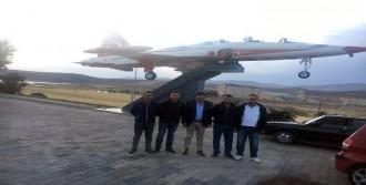 Türklük Anıtı'na F-5 Uçağı Monte Edildi