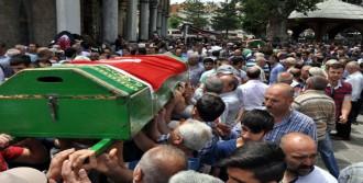 Kazada Ölen İşçiler Toprağa Verildi