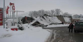 Akaryakıt İstasyonlarının Çatısı Çöktü