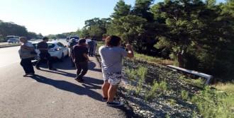 Tur Midibüsü Şarampole Yuvarlandı: 2 Yaralı