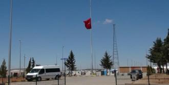 Kilis'te Bayraklar Yarıya İndirildi