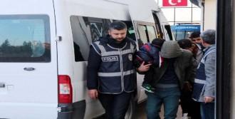 IŞİD'e Giden 14 Kişi Yakalandı