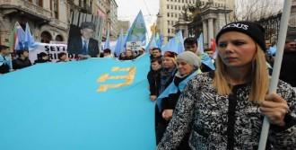 Kırım Ve Ukraynalılar Ortak Protesto Gösterisi Yaptı
