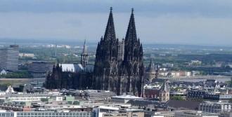 Köln Katedrali İslam Karşıtlarını Karanlıkta Bırakacak
