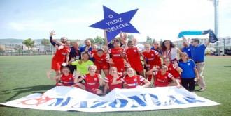 Konak Belediyespor Kupasını İzmir'de Alacak