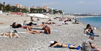 Konyaaltı Sahiline Yaz Geldi