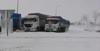 Konya'da Kar Hayatı Felç Etti