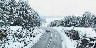 Kosova'da Bahar, Yerini Kar Yağışına Bıraktı