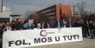 Basın Mensupları Başbakanı Protesto Etti