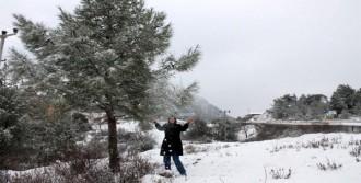Kumluca'da Yıllar Sonra Kar Sevinci