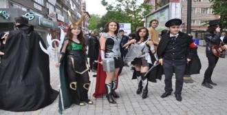Kütahya'da Çizgi Film Festivali Yürüyüşle Başladı