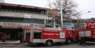Lokantada Çıkan Yangın Paniğe Neden Oldu