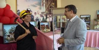 Madenci Kıyafetiyle 3 Boyutlu Soma Tablosunu Tanıttı