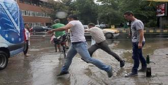 Şiddetli Yağmur Yaşamı Felç Etti