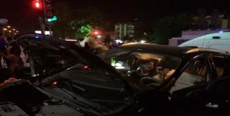 Manisa'da İki Otomobil Çarpıştı