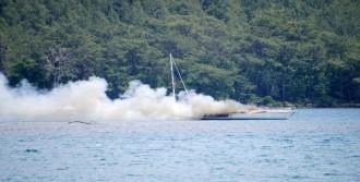 Marmaris'te Yelkenli Tekne Yandı