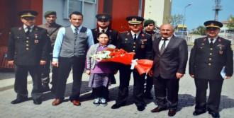 Mehmetçik'ten Okula Kitap Ve Cd Bağışı