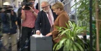 Merkel Oyunu Kullandı