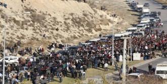 Mersin'de Gösterilerde Ölen Genç Toprağa Verildi