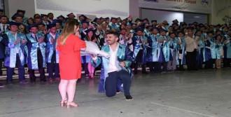 Mezuniyet Töreninde Evlilik Teklifi