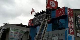 'Hırsız' Pankartı Kaldırıldı