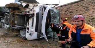 Midibüs Kayarak Yan Yattı: 31 Yaralı